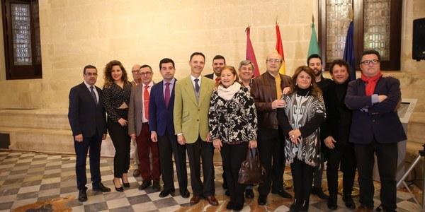 El Ayuntamiento de Sevilla brinda un homenaje al grupo de sevillanas Los Romeros de la Puebla en el espectáculo musical previo al Alumbrado de la Feria de Abril de 2018