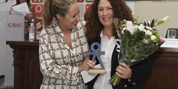 I Premio de la Mujer en Investigación a un trabajo sobre el consumo de drogas en adolescentes y a otro sobre el rol femenino en los libros de texto