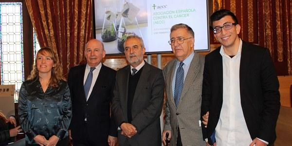 El Ayuntamiento de Sevilla ha acogido el acto institucional de la AECC con motivo del Día Mundial Contra el Cáncer que se celebrará el  próximo 4 de febrero