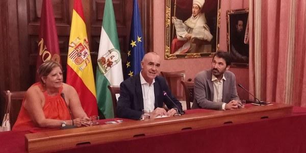El Ayuntamiento de Sevilla recibe a Marilyn Bobes, ganadora del I Premio Guantanamera de literatura cubana impulsado por la empresa sevillana Lantia