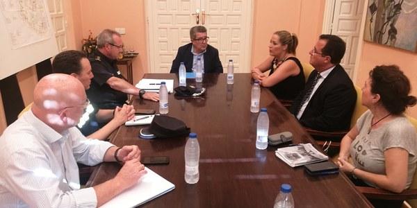 El Ayuntamiento de Sevilla y  la Subdelegación del Gobierno  crean un dispositivo conjunto para reforzar la coordinación de Policía Local y Nacional en los barrios