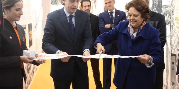El Ayuntamiento destaca la importancia de la apertura de un punto de información cultural y turística de City Expert en la calle Betis en el impulso municipal a la marca Triana