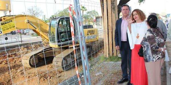 El Ayuntamiento ejecuta una nueva inversión de un millón de euros en Torreblanca para la reurbanización y renovación de las redes de abastecimiento y saneamiento de la Calle Pero Mingo