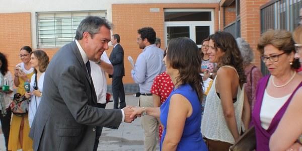 El Ayuntamiento entrega a proyectos sociales y de emprendimiento otros tres locales de Emvisesa que se encontraban en bruto y lanza un segundo programa de empleo