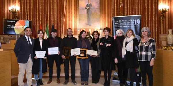 El Ayuntamiento entrega los Premios de la XIX Feria de Artesanía Creativa de Sevilla que reconocen el trabajo de los artesanos y la imagen que ofrecen en sus expositores