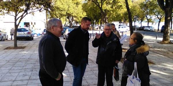 El Ayuntamiento finaliza la reurbanización de la calle Leñadores en Pino Montano con la mejora del alumbrado y de los itinerarios peatonales que garantizan la accesibilidad