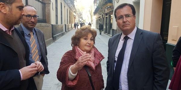 El Ayuntamiento finaliza las obras de Cardenal Spínola que se suma a otras seis calles del  Distrito Casco Antiguo  reurbanizadas con plataforma única para garantizar la accesibilidad del peatón