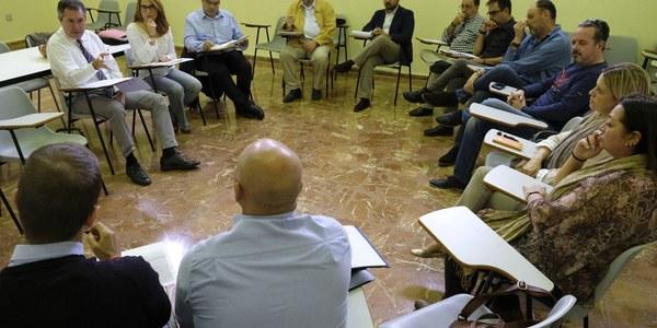El Ayuntamiento implantará un proyecto piloto para poner en marcha mejoras en el sistema de limpieza aprobado en 2012 en el Cerro del Águila de acuerdo con los trabajadores