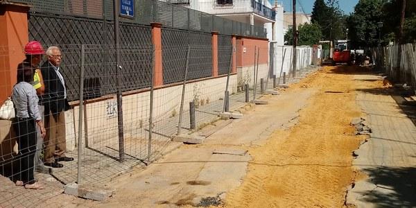 El Ayuntamiento inicia la renovación del abastecimiento y la reurbanización de la calle Terral en el Distrito Bellavista-La Palmera