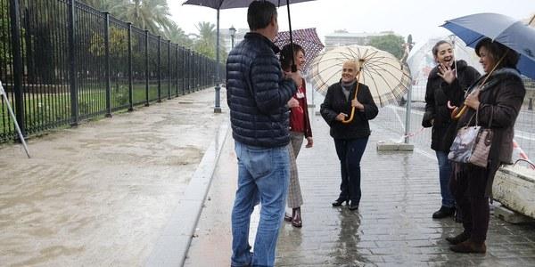 El Ayuntamiento inicia los trabajos de repavimentación del acerado de la Avenida de la Buhaira