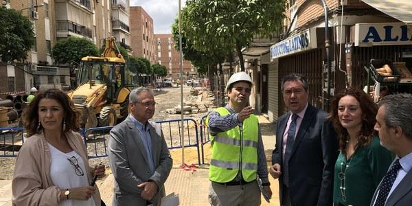 El Ayuntamiento inicia una reurbanización integral de varias calles de El Cerezo que se suma a otras actuaciones en el viario y en materia de accesibilidad acometidas en esta barriada durante este mandato