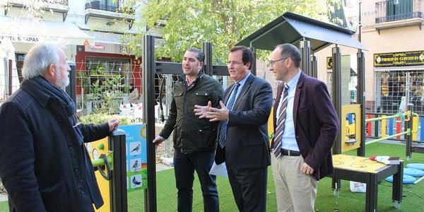 El Ayuntamiento instala un nuevo parque infantil en la Plaza de la Alfalfa que cuenta con el 70% de sus juegos adaptados para niños con discapacidad física, psíquica o sensorial