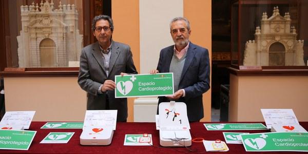 El Ayuntamiento instalará desfibriladores en todos los centros cívicos en su estrategia municipal hacia una ciudad cardioprotegida