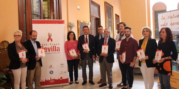 El  Ayuntamiento, Junta y entidades aprueban el primer plan por una ciudad libre de VIH y sida