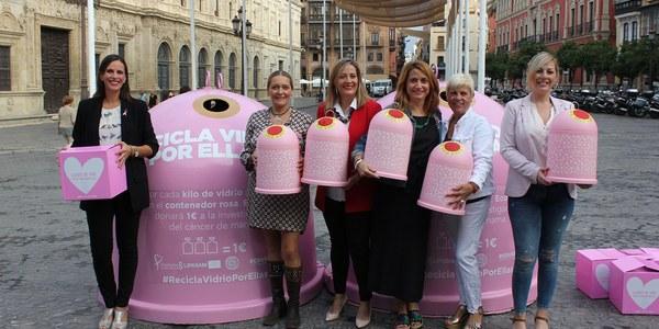 El Ayuntamiento, Lipasam y Ecovidrio lanzan la campaña 'Recicla vidrio por ellas' con motivo del Día Mundial contra el Cáncer de Mama