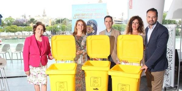 El Ayuntamiento pone en marcha un nuevo proyecto para la recogida de envases en un millar de establecimientos para favorecer la recogida selectiva