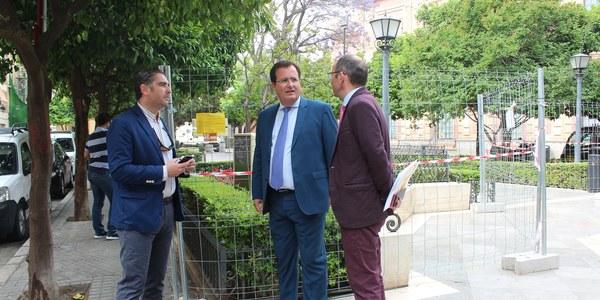El Ayuntamiento pone en marcha un plan integral y preventivo de desratización en varias plazas  del Distrito Casco Antiguo
