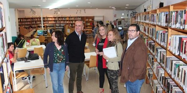 El Ayuntamiento realiza la mayor compra de libros para la red municipal de bibliotecas de Sevilla desde 2010 y se fija como objetivo llegar a una inversión de 300.000 euros durante este año