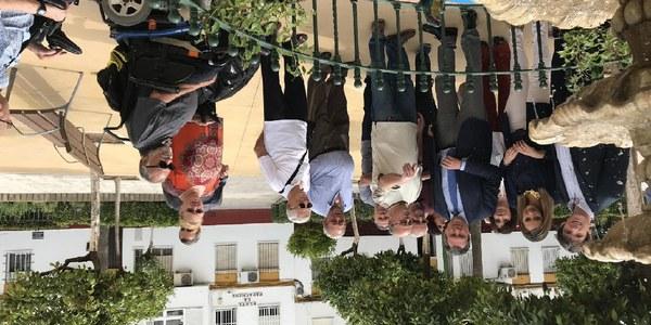El Ayuntamiento realiza una reurbanización integral de la Plaza de la Papachina en San Jerónimo, zona en la que no se actuaba desde hace 40 años que estrena plataforma única, nuevo alumbrado, redes y mobiliario urbano