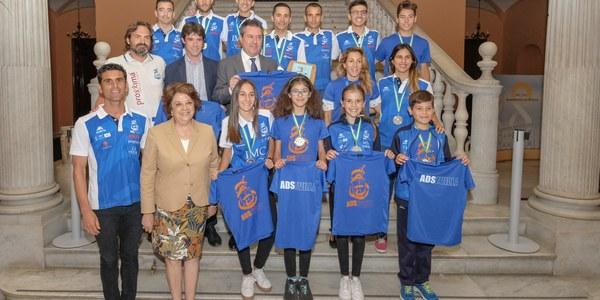 El Ayuntamiento recibe al ADSevilla, primer equipo del baremo de incentivos de la Federación Andaluza