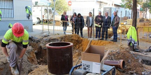 El Ayuntamiento renueva la red de saneamiento de las calles Afán de Ribera y Lisboa, en El Cerro del Águila, que resolverán problemas de inundaciones y encharcamientos