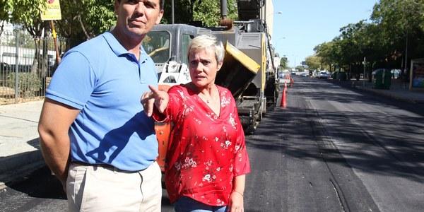 El Ayuntamiento repavimenta la calzada de la calle Hespérides, entre la Carretera de Carmona y la calle Sánchez Samaniego, en el Distrito San Pablo-Santa Justa