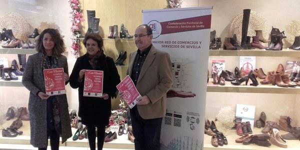 El Ayuntamiento respalda la campaña de impulso a las compras navideñas en el comercio tradicional de la ciudad lanzada por Aprocom