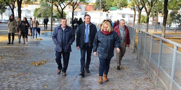 El Ayuntamiento reurbaniza la Plaza Juan XXIII de Cerro-Amate con nueva pavimentación, zonas de juego, accesibilidad  y la renovación del alumbrado