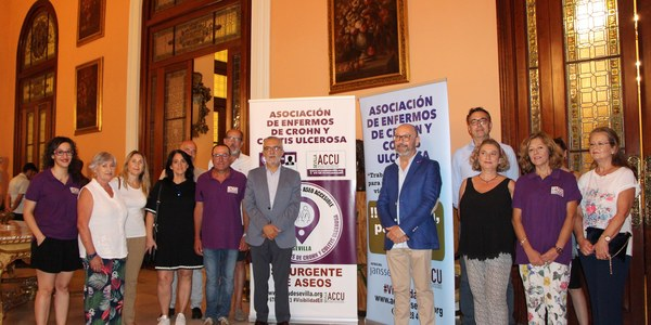 El Ayuntamiento se adhiere al proyecto 'Punto ACCU-Aseo Accesible' para facilitar la entrada a los lavabos en espacios municipales a los enfermos de Crohn y de colitis ulcerosa