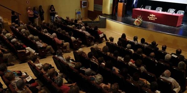 El Ayuntamiento se une a la celebración del Día Internacional de las Personas Mayores con la primera de varias jornadas de debate con la participación de más de 70 entidades de toda la ciudad