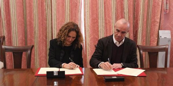 El Ayuntamiento y Altadis firman el protocolo de intenciones para la recuperación del complejo  de la fábrica de tabacos