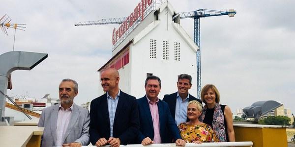 El Ayuntamiento y Cruzcampo formalizan el acuerdo que permite la cesión y el inicio de la rehabilitación del edificio Palomar para convertirlo en un espacio de innovación social abierto al ciudadano