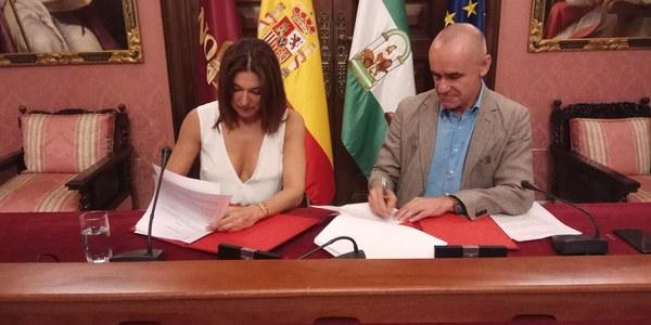 El Ayuntamiento y Doble Erre firman el acuerdo de colaboración para que SIMOF se celebre en FIBES durante los próximos tres años