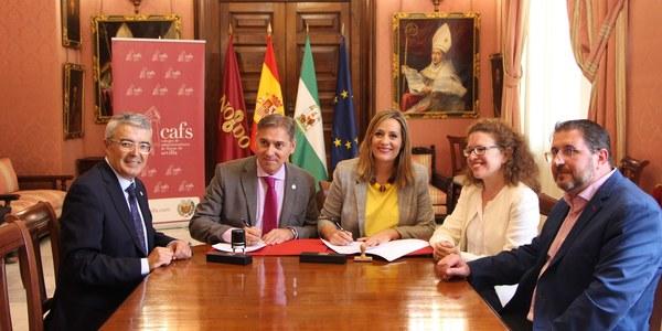 El Ayuntamiento y el Colegio de Administradores de Fincas firman un convenio para reforzar la colaboración vecinal en la denuncia contra la violencia machista