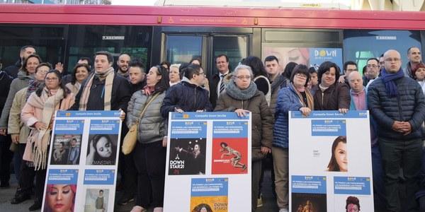 """El Ayuntamiento y la asociación Down Sevilla presentan la campaña """"Yo pongo las capacidades, las barreras las pones tú"""" que difunde TUSSAM"""
