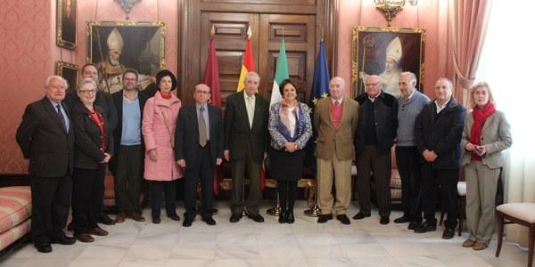 El Ayuntamiento y la Sociedad Filatélica Sevillana firman un convenio para impulsar las actividades culturales vinculadas al coleccionismo de sellos