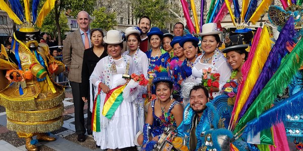 El Carnaval Boliviano e Iberoamericano congrega a 1.000 participantes en el centro de Sevilla