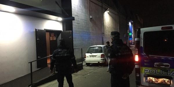 El dispositivo de Policía clausura una discoteca por falta de medidas de seguridad y un establecimiento por incumplimiento de los horarios