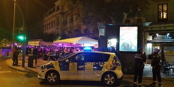 El dispositivo especial de la Policía Local de Sevilla se saldó la pasada noche con 6 positivos en control de alcoholemia, 5 denuncias  contra establecimientos y un  descenso de avisos por botellona