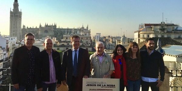 El Distrito Casco Antiguo celebra una jornada de homenaje a Jesús de la Rosa con motivo del 35 aniversario del fallecimiento de este músico, miembro del grupo Triana