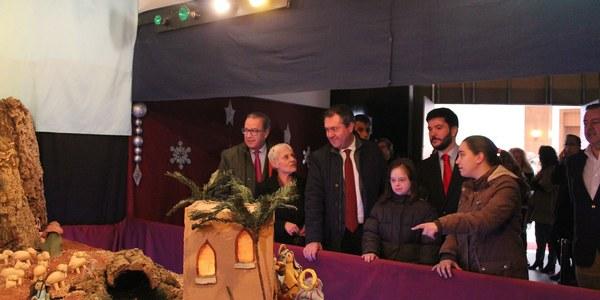 El Distrito San Pablo-Santa Justa acoge un nuevo mercado navideño de artesanía ubicado en la Avenida de Andalucía hasta el próximo 5 de enero