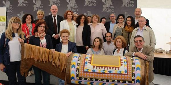 El I Certamen Infantil de Cuentos 'Espejuelos' premia a cuatro escolares de distintos centros de la ciudad en el marco de la Feria del Libro de Sevilla
