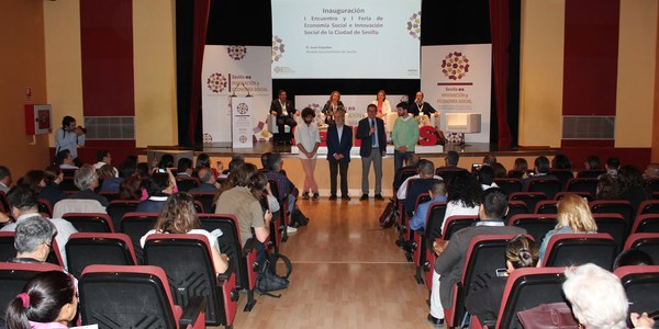 El I Encuentro y Feria de Economía Social de Sevilla reúne a unos 300 representantes de cooperativas, sociedades laborales, asociaciones y entidades del  tercer sector y 80 ponentes