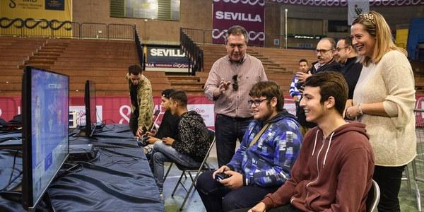 El Palacio de Deportes de San Pablo acoge la II Videogame Party con una afluencia de  unos 2.000 asistentes en  sus primeras tres horas