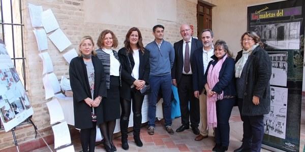 El Palacio de los Marqueses de la Algaba acoge hasta el 9 de enero la exposición 'Las Maletas del Exilio' que recoge el trabajo de más de 400 alumnos sobre el exilio en la Guerra Civil y durante el franquismo