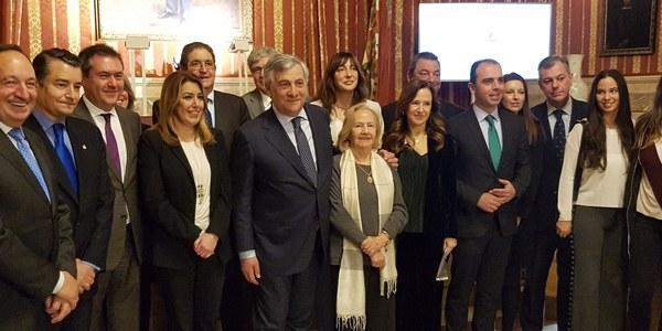 El presidente del Parlamento Europeo, Antonio Tajani, recibe el Premio Contra el Terrorismo Alberto Jiménez-Becerril por su compromiso en la lucha contra esta forma de violencia