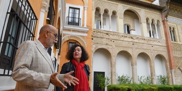 El Real Alcázar acometerá un proyecto de intervención patrimonial sobre las galerías superiores de la fachada del Palacio Mudéjar y culmina la repavimentación de los caminos peatonales de albero de los jardines