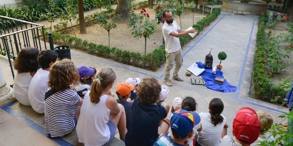 El Real Alcázar de Sevilla programa actividades educativas y de difusión histórica del monumento y sus jardines para las mañanas de julio, agosto y hasta el 7 de septiembre dirigidas al público infantil