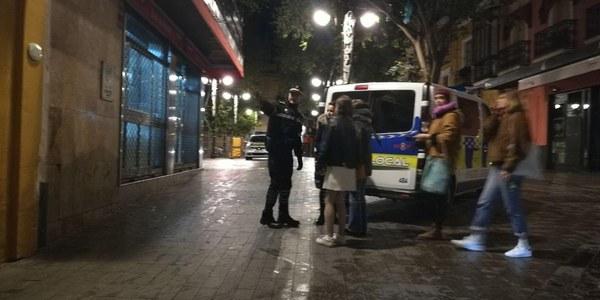 El viernes se salda con 600 actuaciones en el dispositivo especial de la Policía Local  de Sevilla para las noches  de los fines de semana