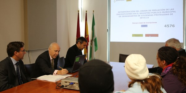 Emvisesa celebra el sorteo para ordenar la lista de los 11.647 demandantes de vivienda protegida